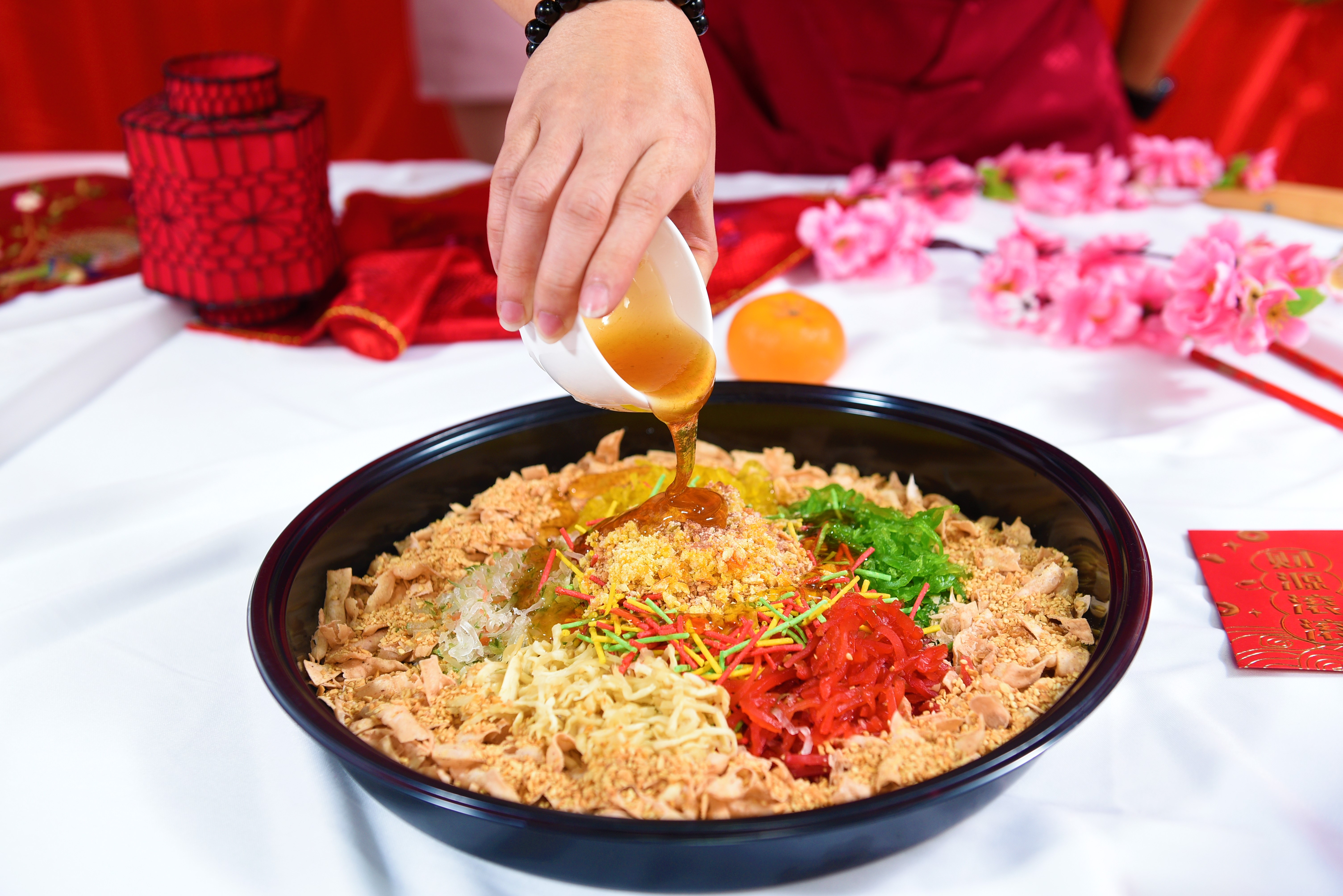 runningmen catering yee sang cny 2021 chinese new year pouring sweet sauce