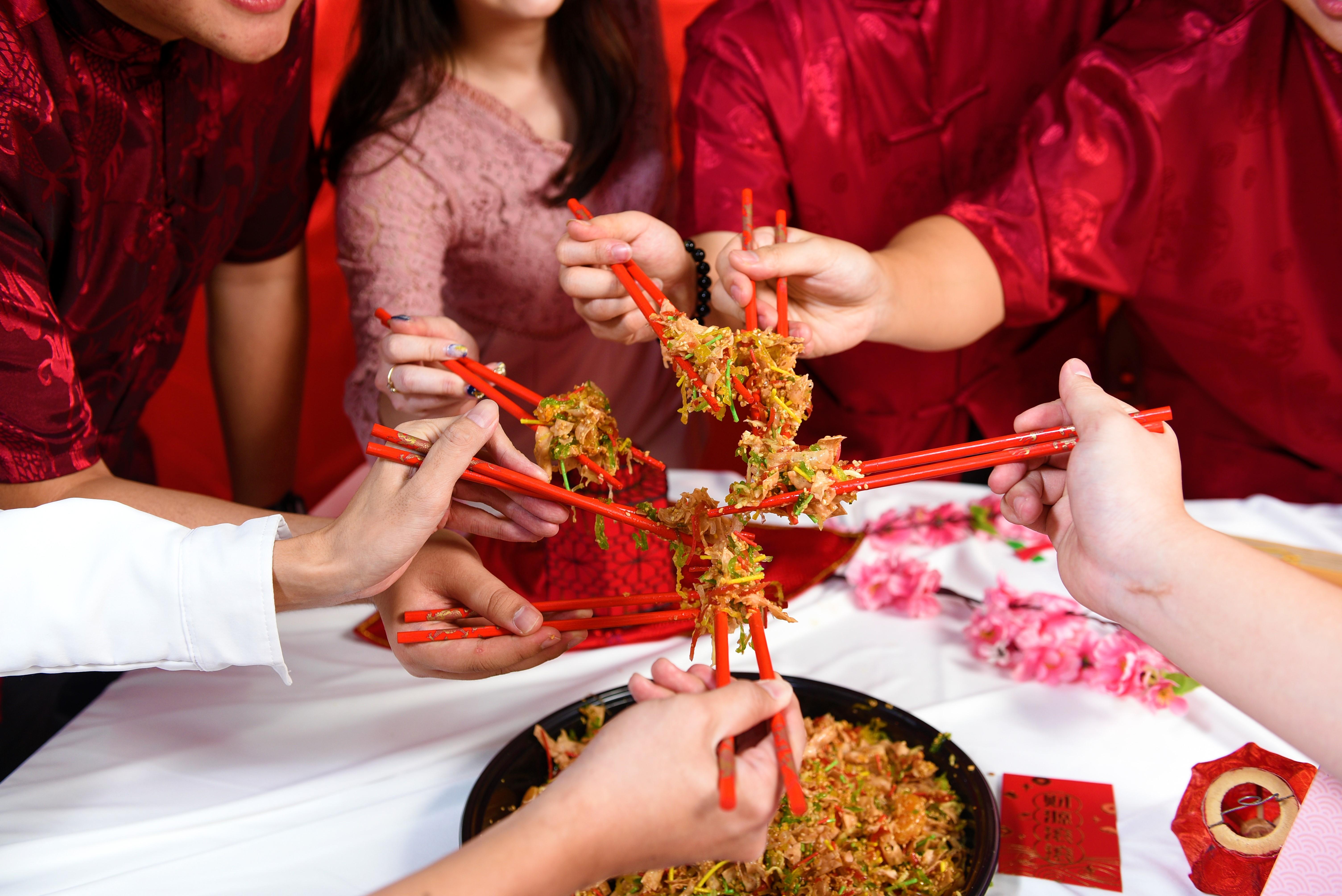 runningmen catering chinese new year 2021 cny prosperity toss yee sang holding chopstick