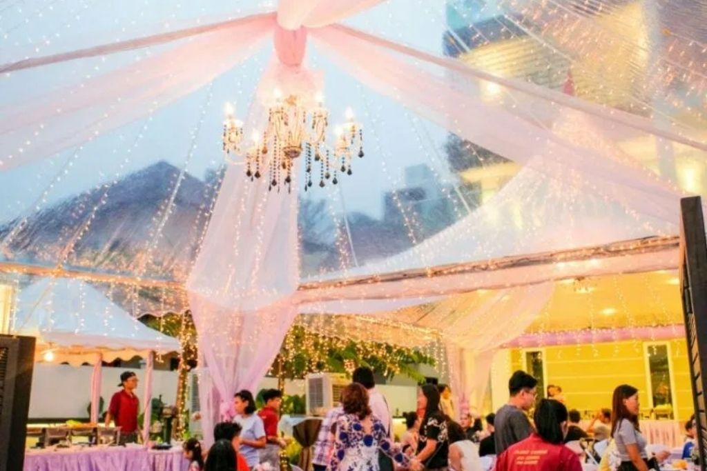 runningmen catering wedding canopy with people eating food