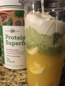Citrus Protein Smoothie | Meatless Monday | Amazing Grass Protein Superfood | Running on Happy