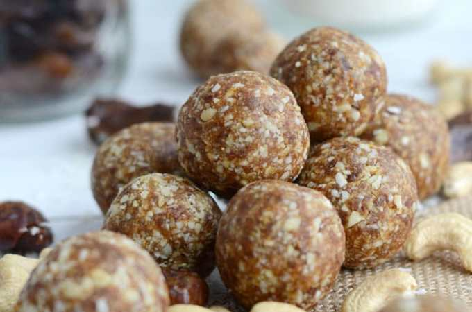 Raw Vegan Cashew Coconut Balls