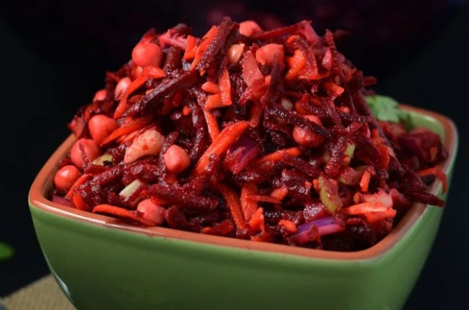 Raw Beet Salad with Chickpeas – Ready in 10 minutes!