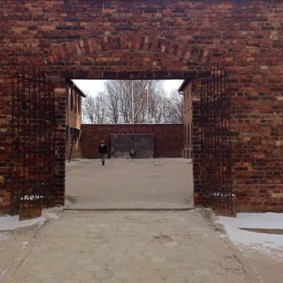 Auschwitz schotwand 2