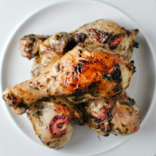 Hey whole30 lovers! this Strawberry Basil Balsamic Chicken Drumstick recipe is KILLER for an easy and flavorful weeknight meal. I recommend prepping the marinade either the night before or in the morning before work to make this even easier! | thepikeplacekitchen.com