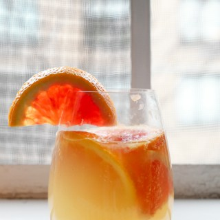 LOOK AT THAT GLASS! SO BRIGHT AND COLORFUL AND DELICIOUS. and just make this white citrus sangria because YUM. | thepikeplacekitchen.com