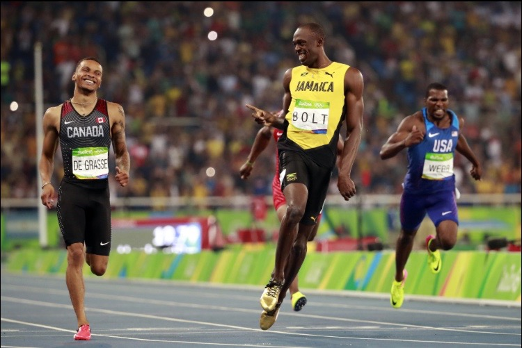 Bolt cruises into the 200m final
