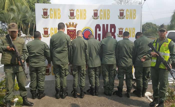 Detenido mayor que llevaba 450 kilos de cocaína en un vehículo militar
