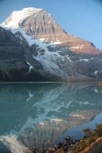 Sunrise at Berg Lake
