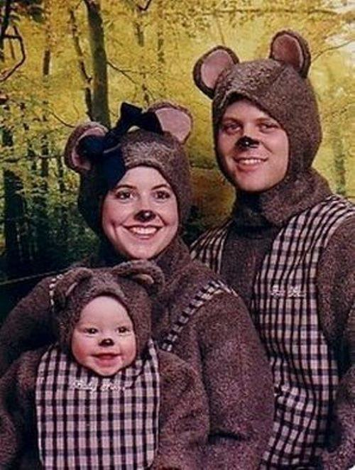 Weird Family Pictures : weird, family, pictures, Awkward, Family, Photos, Happy, We're, Adults