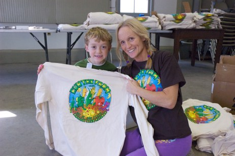 Bobby and Kate Paletta setting up shirts the day before Run The Farm.