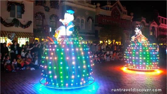 Hong Kong Disneyland - Donald and Minnie