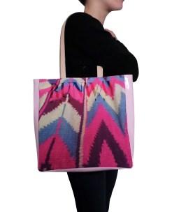 vinyl-leather-bag-pink-model1-3