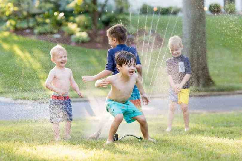 How to take great photos of kids playing in the sprinkler