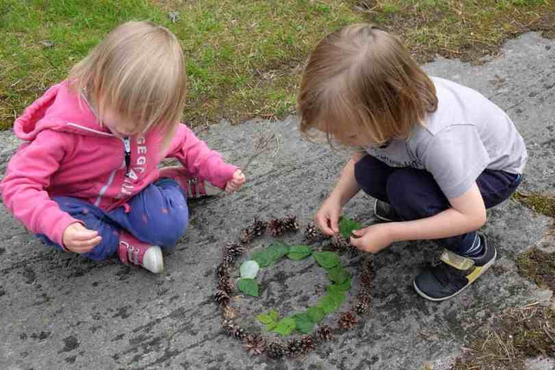nature mandalas with kids from pine cones and leaves