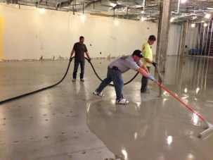 Spreading out the concrete overlay
