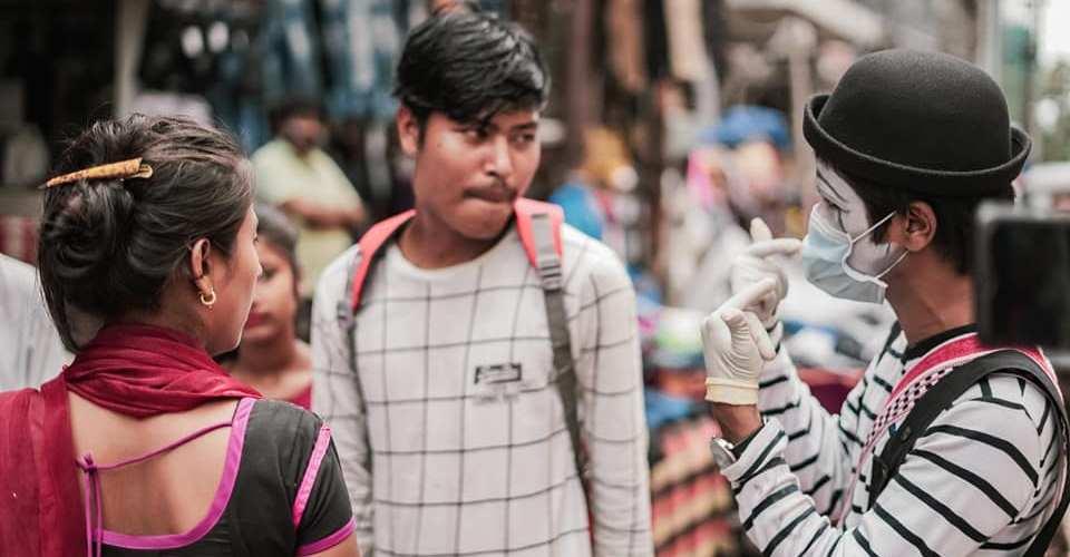 """গুৱাহাটীৰ ৰাজপথত মিনাংক ডেকাৰ """"মুকাভিনয়""""; 'নিজেও বাচক, আনকো বচাওক' শীৰ্ষক কাৰ্যসূচী- 1"""