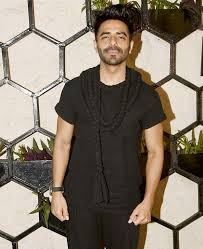 Aparshakti Khurana visits Baba Ka Dhaba and enjoys the 'best matar paneer ever' 12