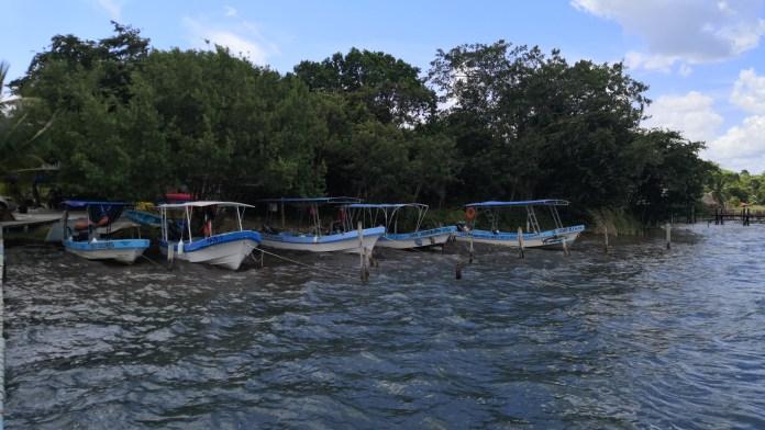 Prrestadores de servicios en la Laguna de Bacalar