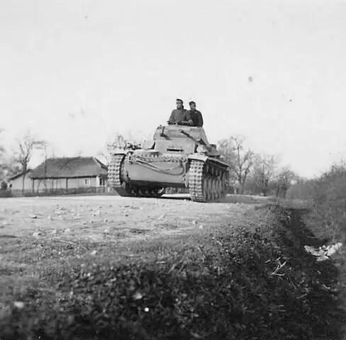Panzer_II_tank_Yugoslavia_1941