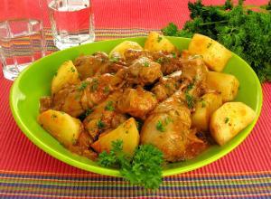 Frango estufado com batatas