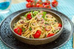 Esparguete com atum e tomate