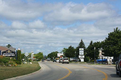 Mackinaw_City_Michigan_Hotel_District