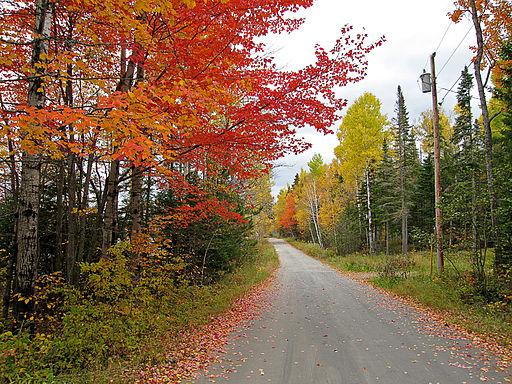 512px-Stratton_Flagstaff_Lake_Maine_262258633