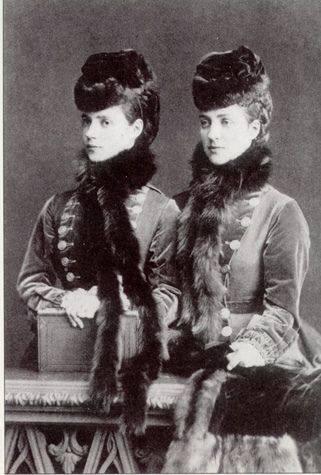 الأميرة داغمار وأختها ألكساندرا