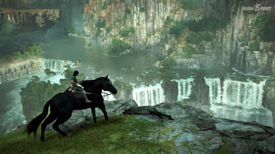 Shadow of the Colossus - Wander reitet an den Wasserfällen vorbei