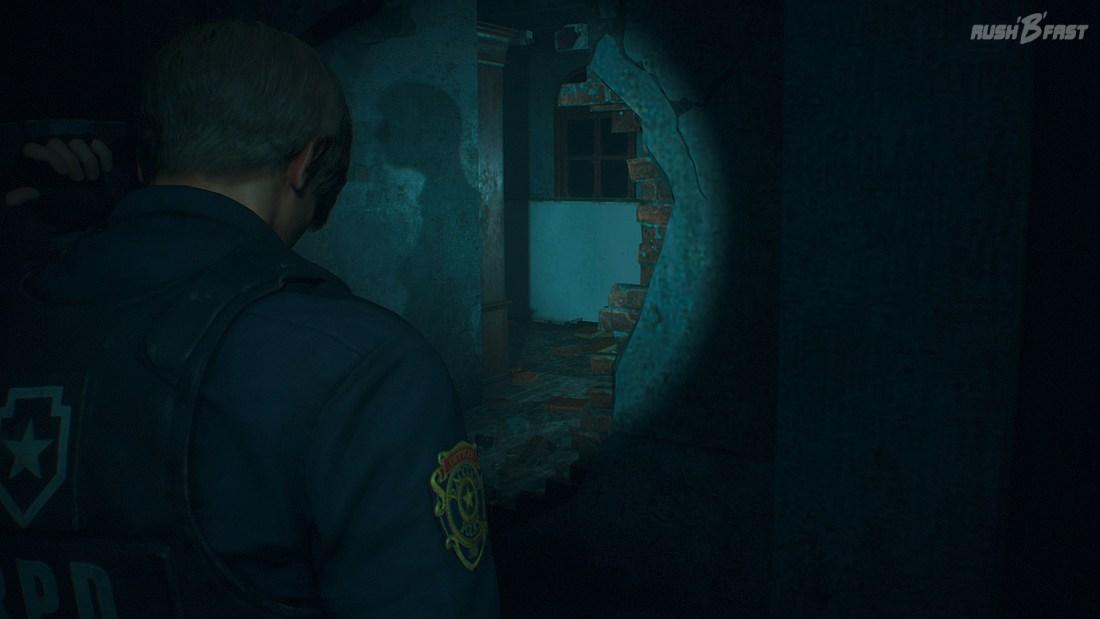 Resident Evil 2 (2019) - Schatten einer Schaufensterpuppe aus Resident Evil 7.