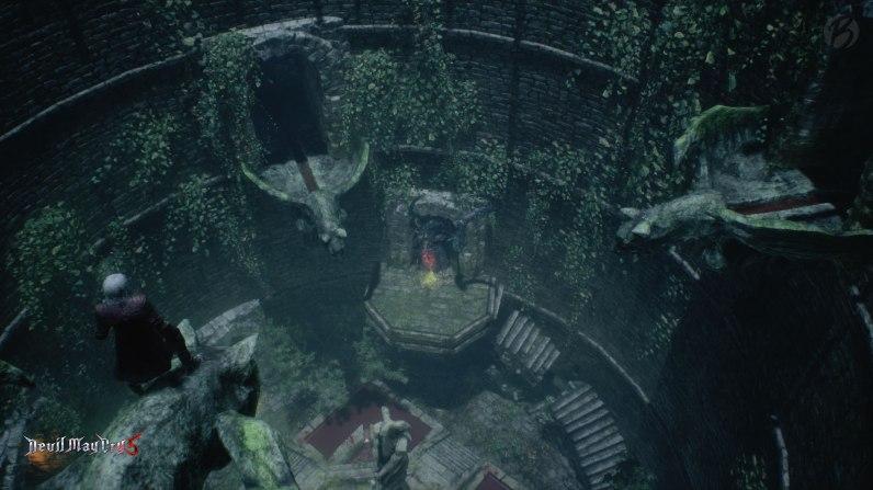 Devil May Cry 5: Erst nachdem wir alle vier Becken mit Blut gefüllt haben, geht es unter der Statue in der Mitte des Raumes weiter.
