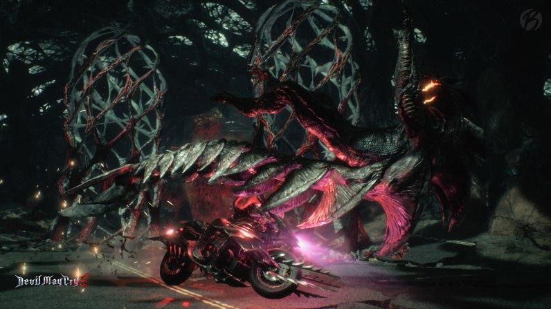 Devil May Cry 5: Roadkill! Das Cavaliere Bike lässt sich sogar in der Mitte zerteilen und als Klingen verwenden.