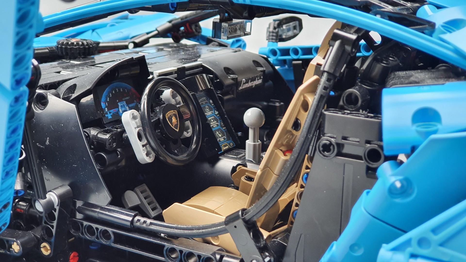 Quelle: Rebrickable - T-Lego Lamborghini Centenario Innenraum