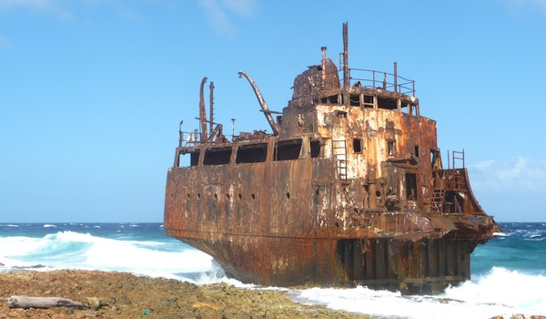 Wreck_on_klein_curacao