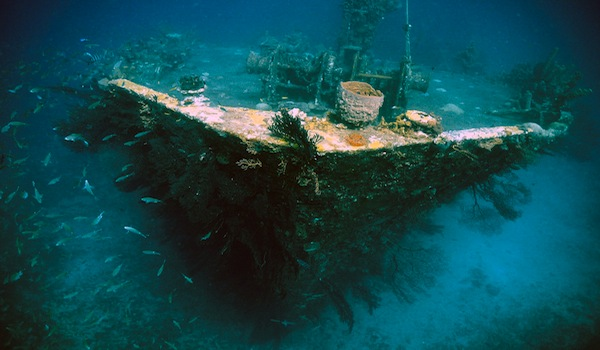 Ship_wreck_scuba_diving