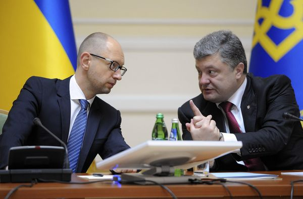 Ukrainian President Poroshenko talks with Prime Minister Yatseniuk in Kiev