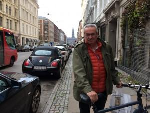 Samuel med cykel