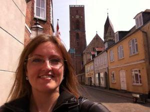 Mette Bærbach Bas på tur til Ribe for at lave interview med Danmarks roligste ruslandsekspert Per Delgård