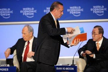 Реджеп Ердоган напусна залата преждевременно.Ясен знак за обтегнатите отношения с Израел.
