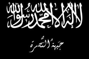"""Знаме на Нусра. Отгоре е т.нар. шахада, а отдолу е написано името на групировката - """"Джабхат ал Нусра""""."""