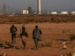Кадър от видео на ИД от либийския град Сирт. Бойци на групировката, насочващи се към съоръжение в покрайнините на града.