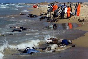 Мигранти, удавили се при опит да достигнат Европа през Либия. Хиляди са изгубили живота си при подобно пътуване с лодки.  Снимка: MAHMUD TURKIA