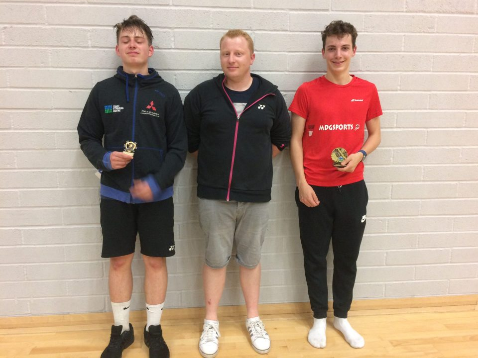 2017-junior-u18-boys-singles-winner-ben-jarvis-right-and-runner-up-matthew-howcroft-left-with-tom-ashford-u18-squad-manager