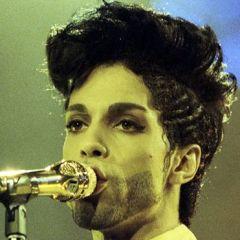 وفاة المغني الشهير برنس عن عمر 57عاما