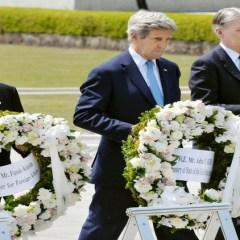 """كيري """"يكفر عن ذنوب بلاده"""" بزيارة نصب ضحايا هيروشيما"""