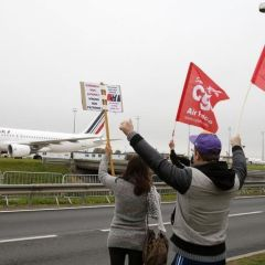 French finance minister tells workers: No sense in strikes as growth picks up