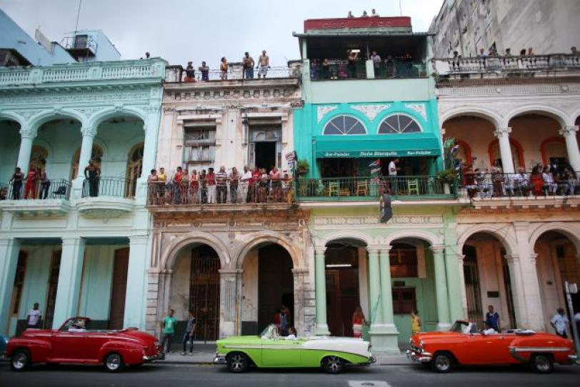 People stand on balconies prior to a fashion show displaying creations by German designer Karl Lagerfeld as part of his latest inter-seasonal Cruise collection for fashion house Chanel at the Paseo del Prado street in Havana, Cuba, May 3, 2016. REUTERS/Alexandre Meneghini
