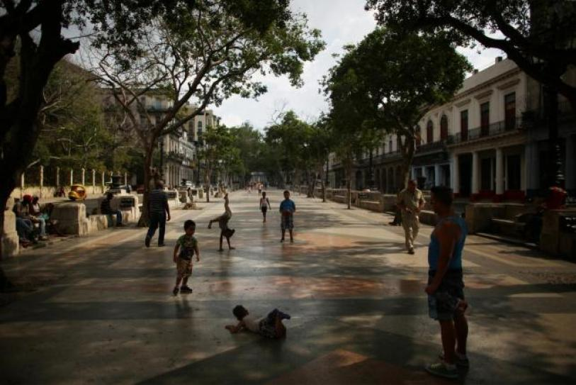 Children play at Paseo del Prado street where Chanel, the world's second largest luxury brand will unveil its latest Cruise collection on Tuesday, Havana, Cuba, May 2, 2016. REUTERS/Alexandre Meneghini