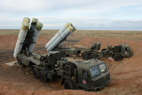The S-400 Triumf anti-aircraft system system at the Ashuluk training ground in the Astrakhan Region, where the Combat Commonwealth international military exercise is taking place.
