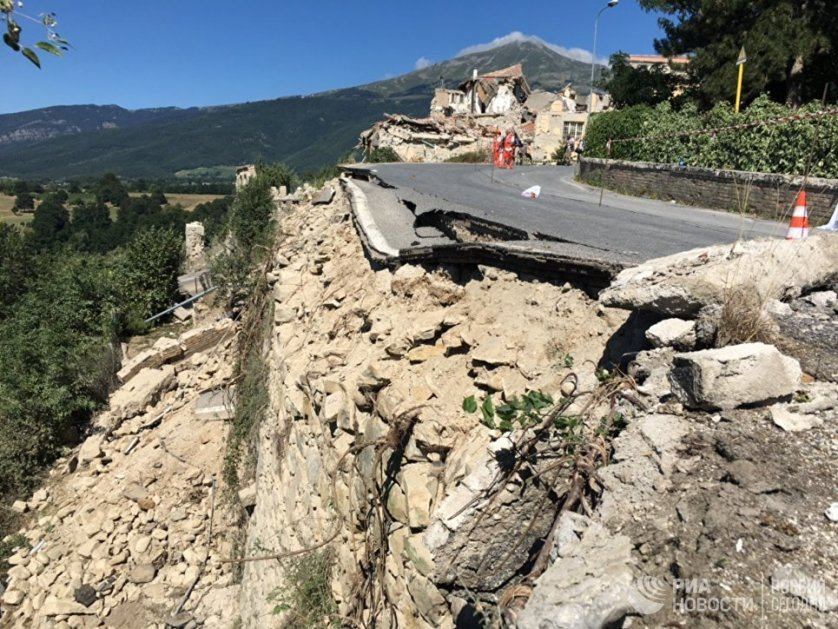 Дорога в городе Аматриче, разрушенная в результате землетрясения.